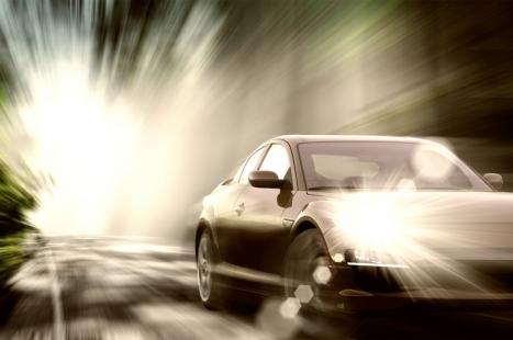 sport-car-on-road_zJahhYBu-1024x680