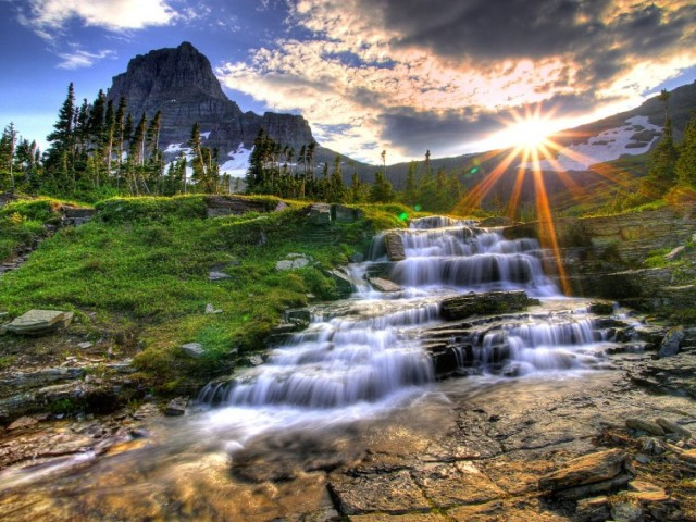Logan_Pass_Glacier_National_Park_Montana_02-752x564 - 2730